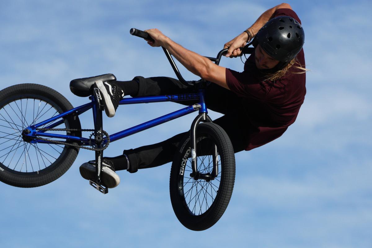Image of Land vehicle, Vehicle, Bicycle, Freestyle bmx, Recumbent bicycle, Stunt performer etc.