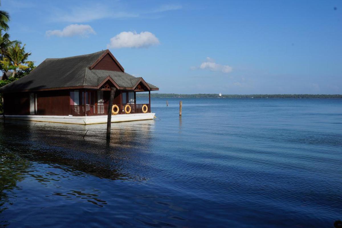 Image of Sky, Water, Sea, Ocean, House, Vacation etc.