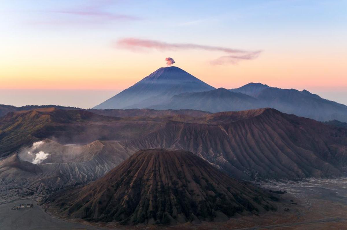 Image of Mountainous landforms, Stratovolcano, Lava dome, Shield volcano, Extinct volcano, Volcanic landform etc.