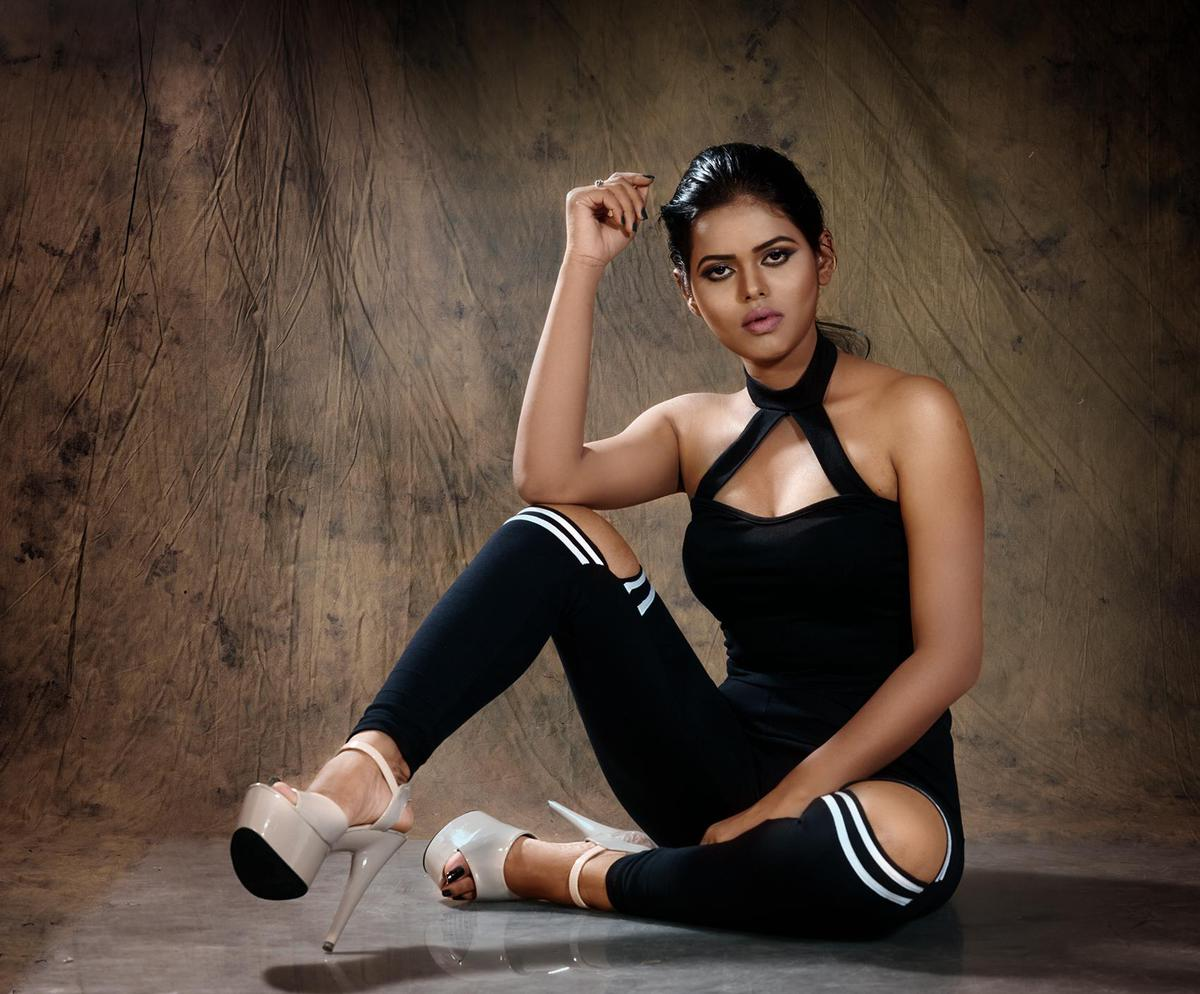 Image of Leg, Sitting, Beauty, Footwear, Photo shoot, Photography etc.