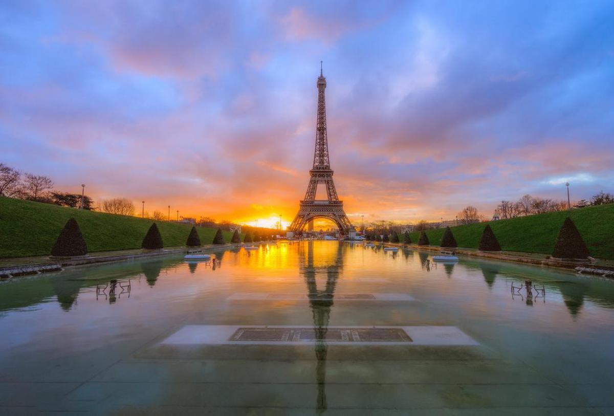 Image of Sky, Reflection, Landmark, Reflecting pool, Water, River etc.