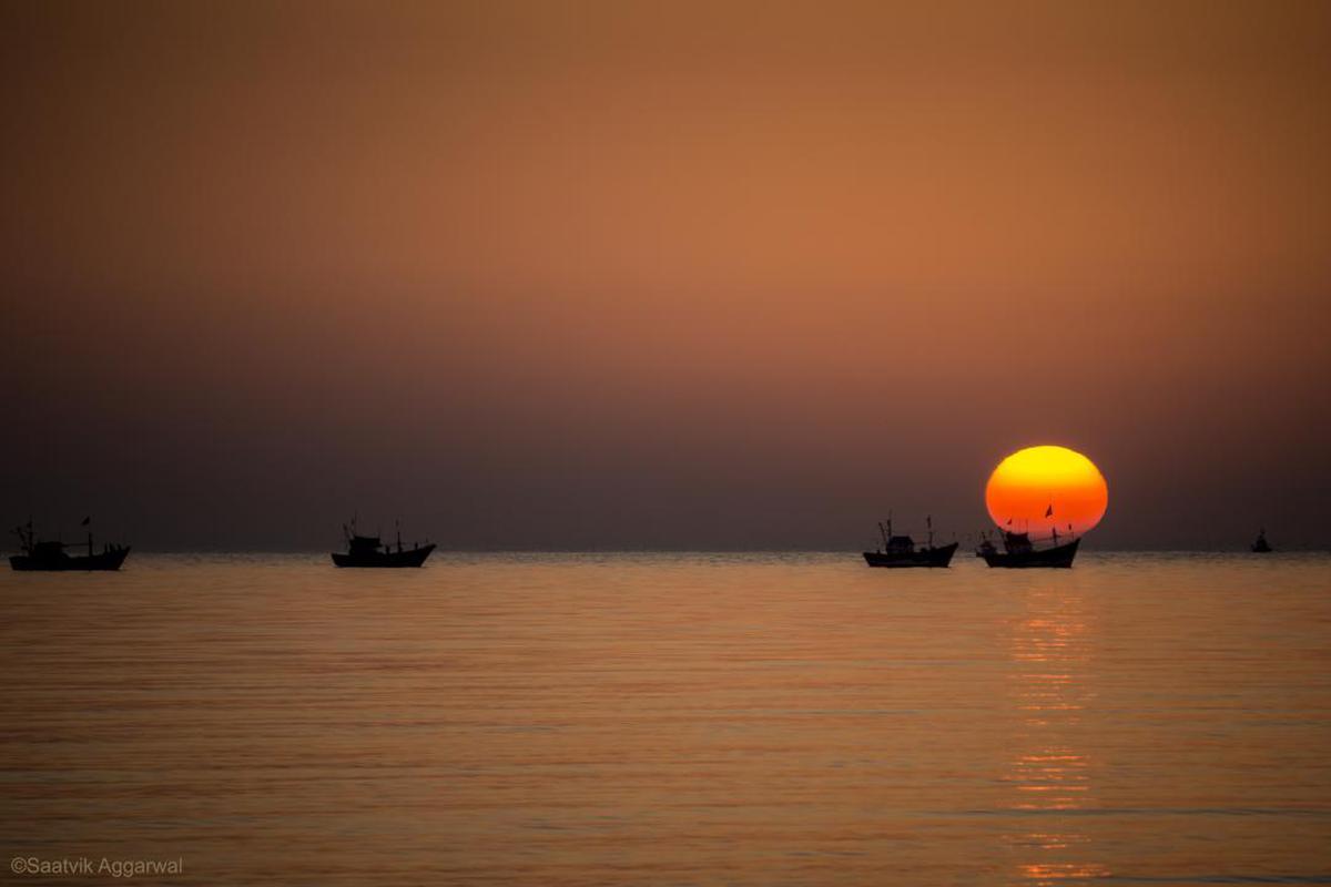 Image of Sky, Horizon, Sunset, Afterglow, Yellow, Calm etc.