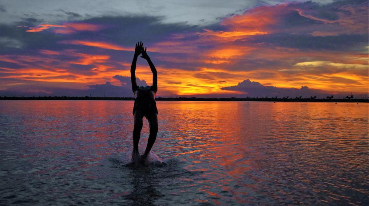 Image of Sky, Water, Horizon, Sunset etc.