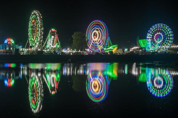 Image of Landmark, Light, Reflection, Night, Green, Tourist attraction etc.