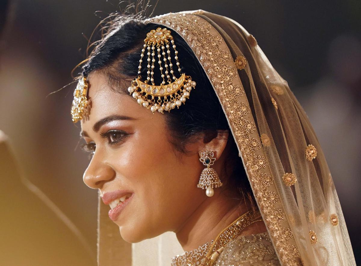 Image of Hair, Headpiece, Bride, Hair accessory, Hairstyle, Bridal accessory etc.