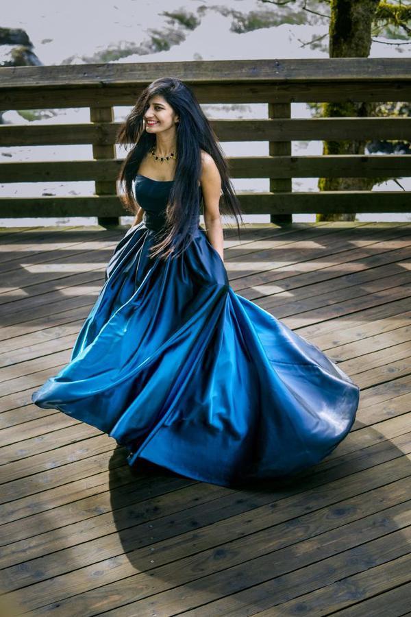 Image of Blue, Clothing, Cobalt blue, Dress, Lady, Formal wear etc.