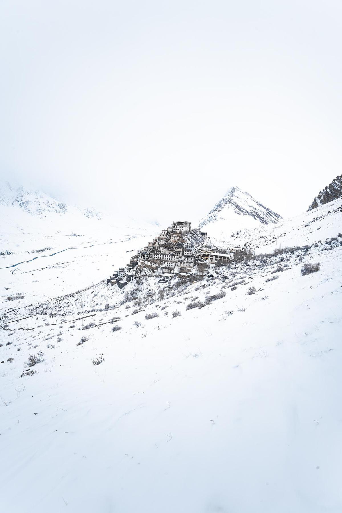 Image of White, Snow, Glacial landform, Mountainous landforms, Mountain, Geological phenomenon etc.