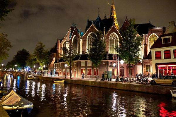 Image of Sky, Building, Light, Town, Architecture, Canal etc.