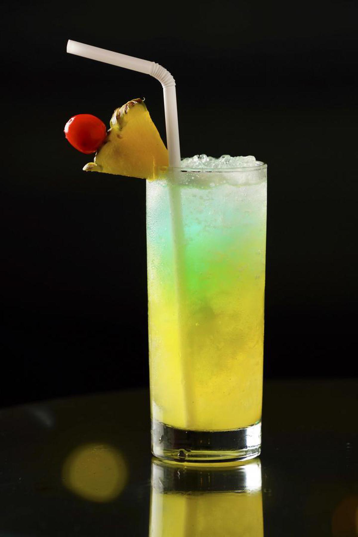 Image of Drink, Cocktail garnish, Non-alcoholic beverage, Alcoholic beverage, Rum swizzle, Tom collins etc.
