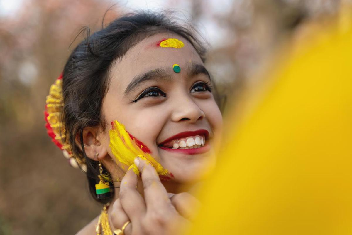 Image of Face, Facial expression, People, Yellow, Smile, Close-up etc.