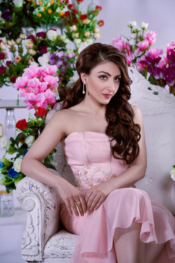 Image of Clothing, Pink, White, Dress, Lady, Gown etc.