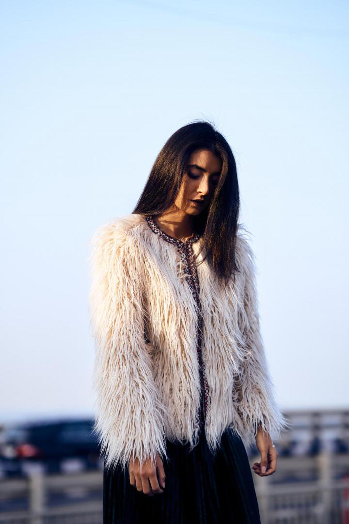 Image of Fur, Hair, Clothing, White, Street fashion, Fur clothing etc.