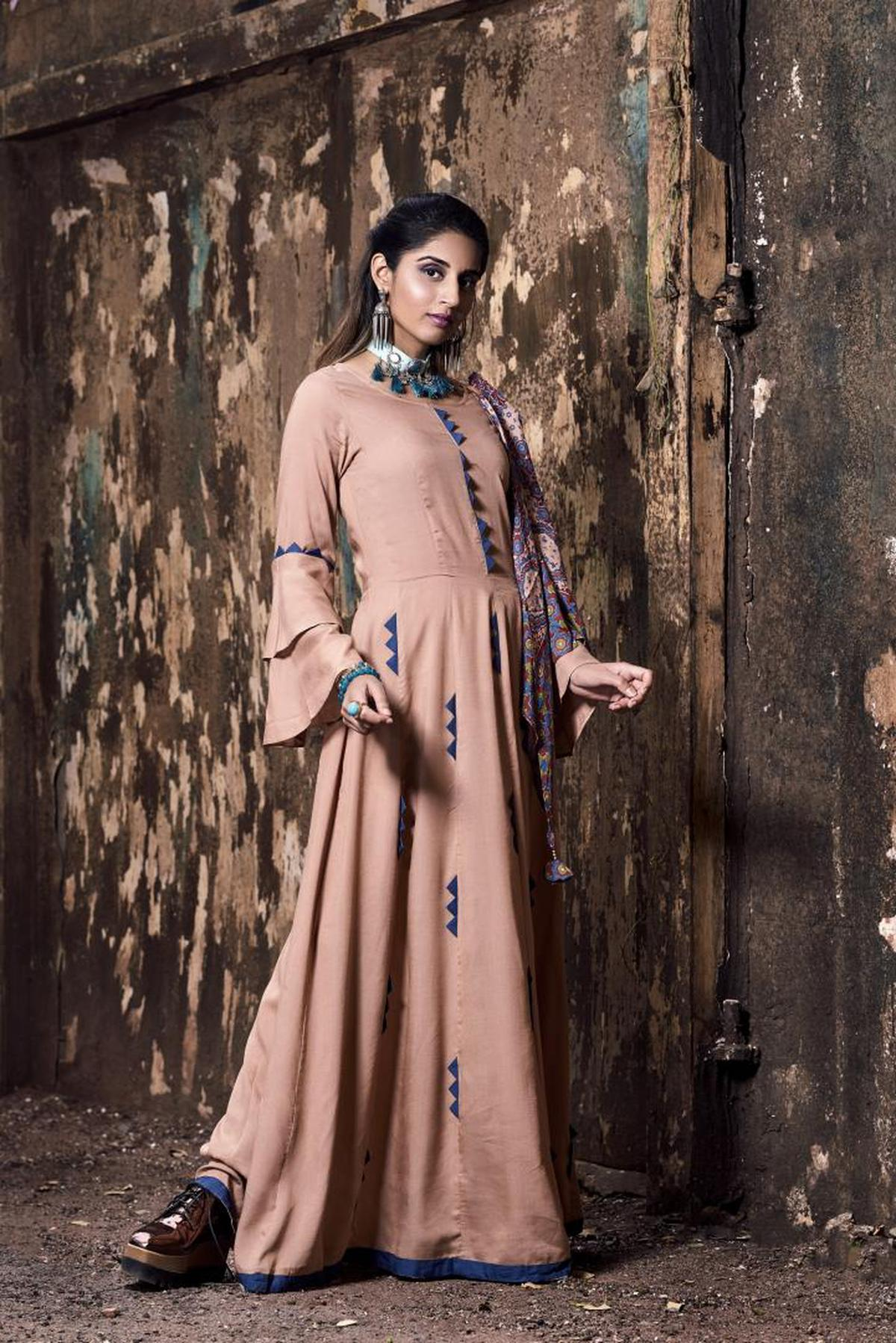 Image of Clothing, Formal wear, Lady, Fashion, Beauty, Brown etc.