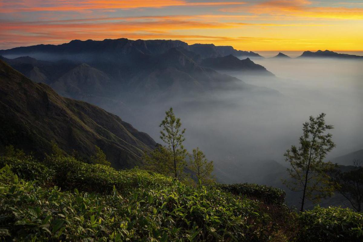 Image of Nature, Sky, Mountainous landforms, Mountain, Atmospheric phenomenon, Highland etc.