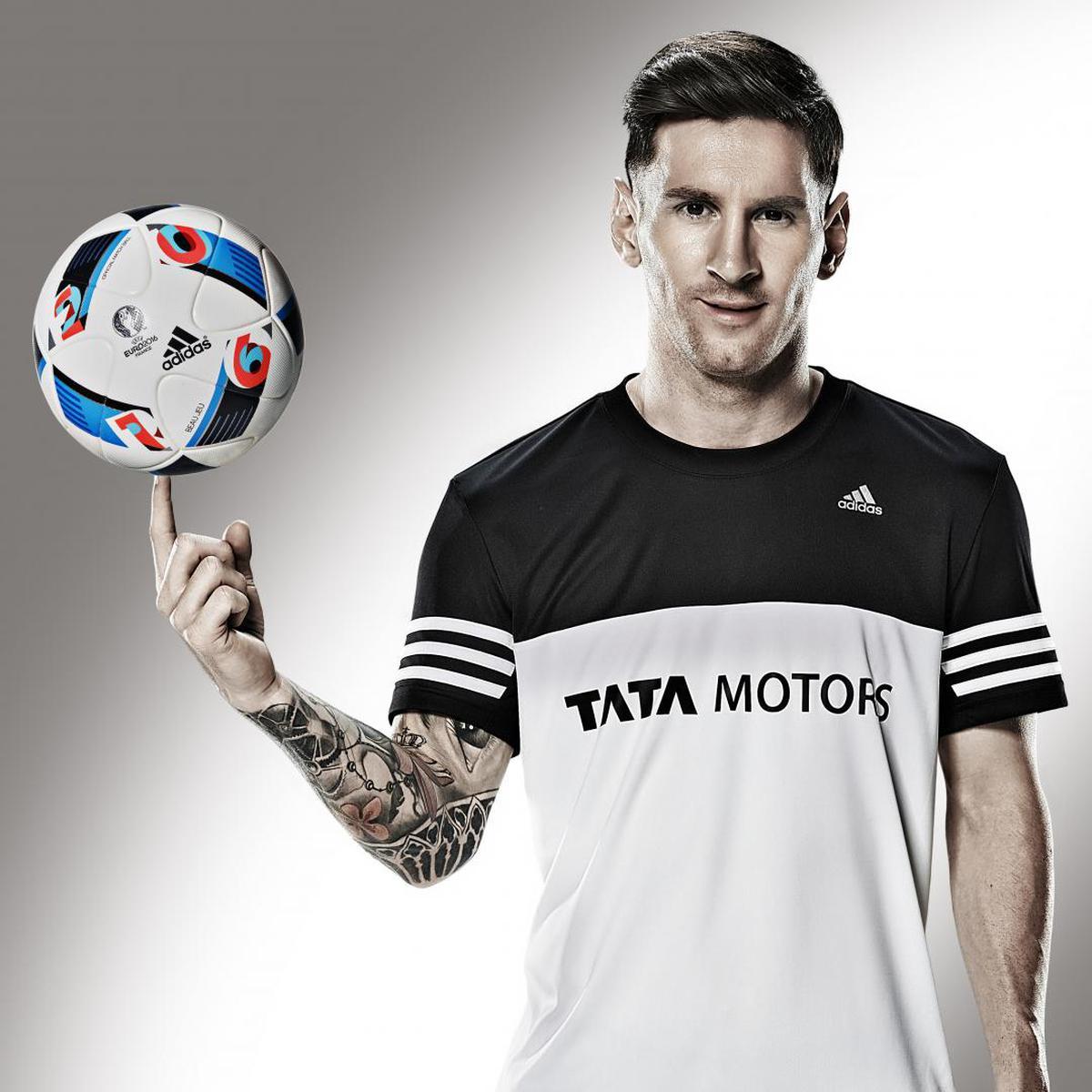 Image of T-shirt, Jersey, Soccer ball, Sportswear, Football, Player etc.