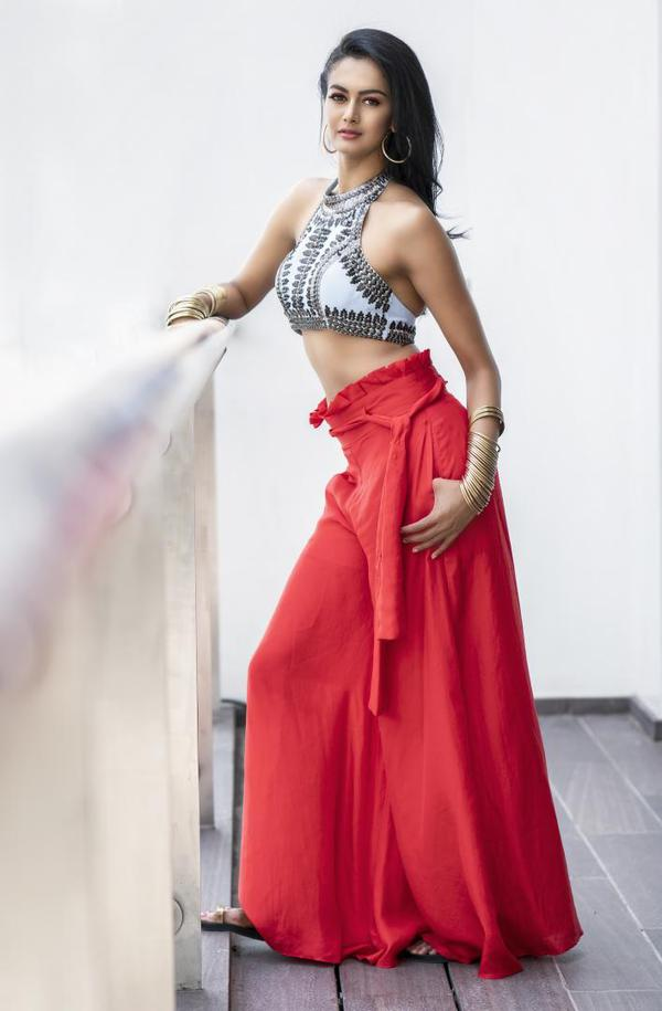 Image of Lady, Dress, Clothing, Formal wear, Red, Beauty etc.